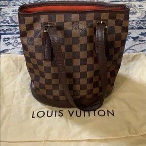 Louis Vuitton marias bucket bag